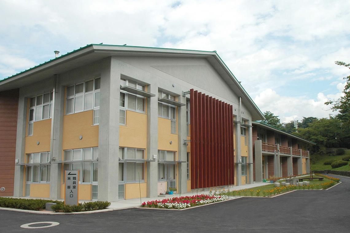 明野中学校校舎南面外観
