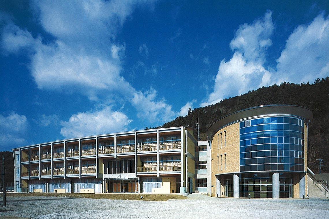 西桂町立西桂中学校校舎外観
