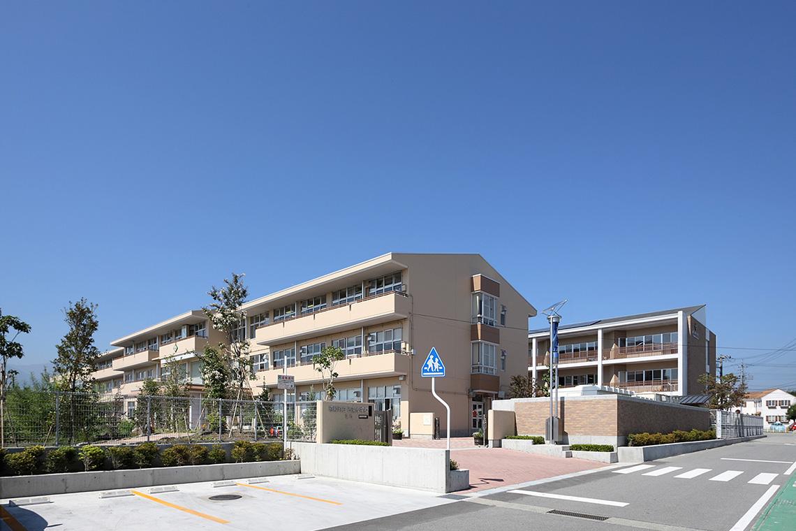 昭和町立西条小学校南校舎【改修後】正門