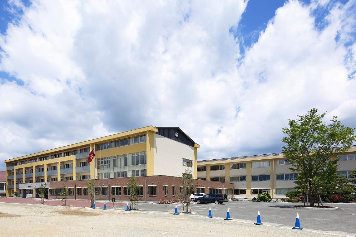 河口湖南中学校組合立 河口湖南中学校外観